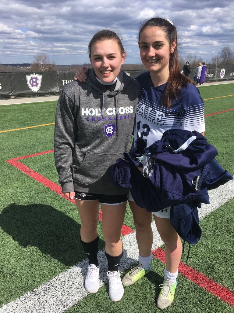 Girls Soccer Alums Wharton '16 and Cobb '17 Connect After Scrimmage